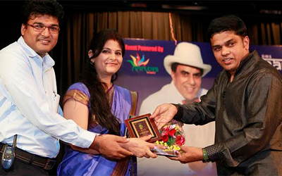 Photographer Seema & Arpit felicitated  at Dharmendra Musical Night.
