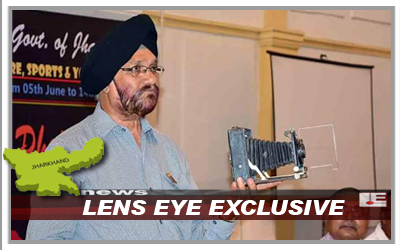 Lens Eye Exclusive :: Kuldeep Singh Deepak displayed 100 years Old Camera.