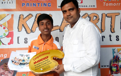 akashdeep-with-his-finearts-teacher-dhananjay-kumar1
