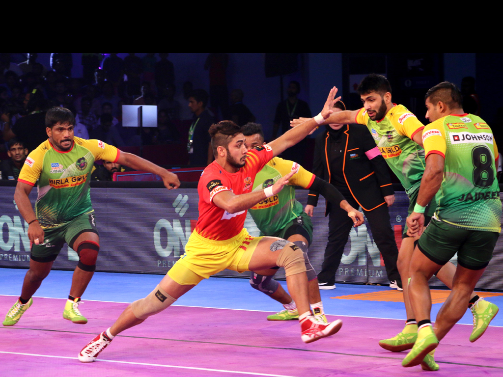 VIVO Pro Kabaddi Season 5: Gujarat Fortunegiants beat Patna Pirates 33-29