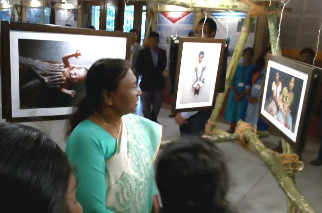 Governor Draupadi Murmu at conclusion day of photo exhibition by Ekjut.