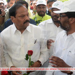 Lens Eye News Special :: Protest by Opposition : Rose to CM
