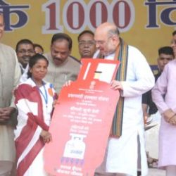 "Amit Shah distributes LPG Gas cylinders during ""Garib Kalyan Mela"" on 1000 days achievements of Government of Jharkhand"