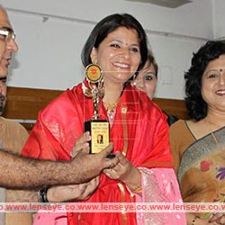 Seema Thakur Gupta honoured with Sashakt Nari Parishad Award 2016