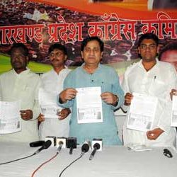 Sakeel Ahmed releasing Membership Drive form of Congress.
