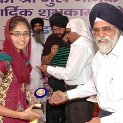 Jagpreet Kaur got First Prize in Quiz competition