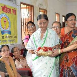 Mother's Day by Marwari Mahila Manch in Old Age Home.