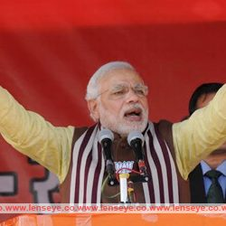 The father-son had looted the State : Narendra Modi