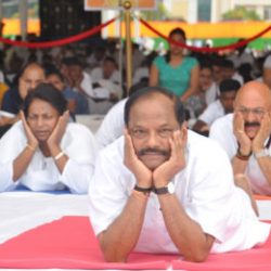 CM Jharkhand performs yoga on the 3rd International Yoga Day.