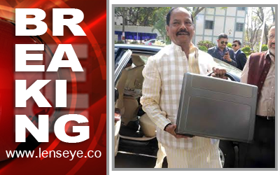 CM & Finance Minister of Jharkhand, Raghubar Das arrives to present the annual Budget 2016-17.
