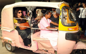 Bollywood actress, Vidya Balan enjoyed the Pink auto ride.